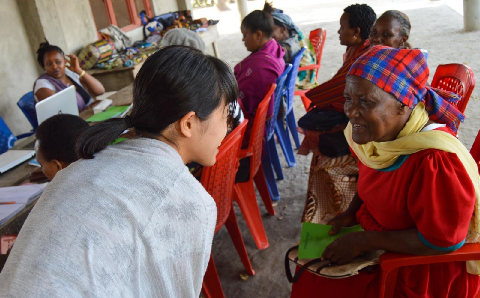 日本人インターンがマイクロファイナンスを通してタンザニアの現地人女性をサポート